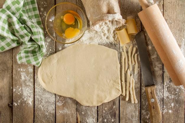 Rustikale szene der hausgemachte pasta