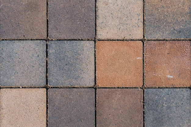 Rustikaler boden mit quadratischen terrakottafliesen