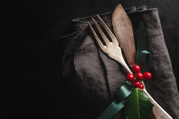Rustikales besteck der weihnachtsweinlese