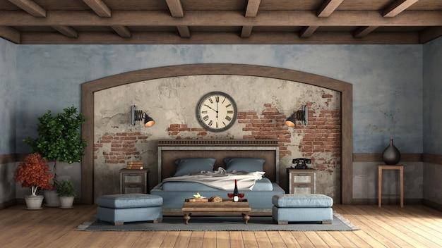 Rustikales hauptschlafzimmer mit alten mauern und hölzernem doppelbett