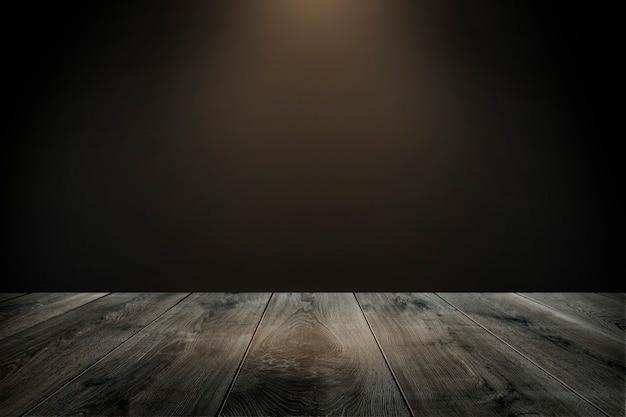 Rustikales holzbrett mit dunkelbraunem hintergrund