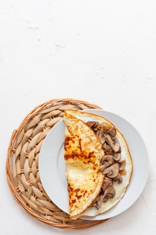 Rustikales omelett mit pilzen