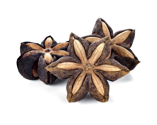 Sacha inchi auf weißer kapselsamenfrucht der sacha-inchi-erdnuss