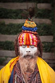 Sadhu im pashupatinath-tempel