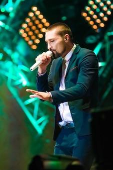Sänger treten auf dem konzert auf