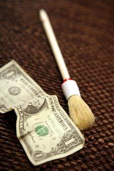 Säubern sie schwarzes geld, dollaranmerkung und pinsel