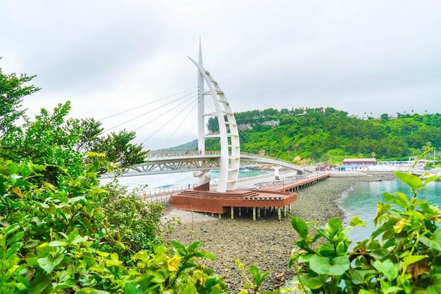 Saeyeongyo-brücke zwischen seaseom und seogwipo-hafen in jeju-insel