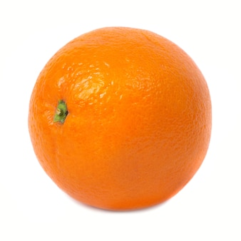 Saftige frische orange isoliert auf weißem hintergrund