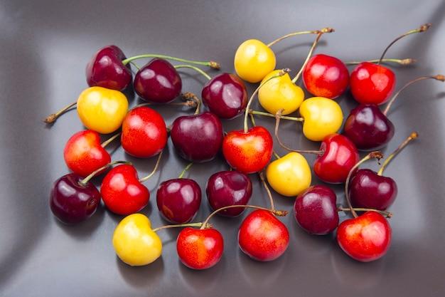 Saftige kirschbeere. früchte und vitamine. gesundes essen zum frühstück.