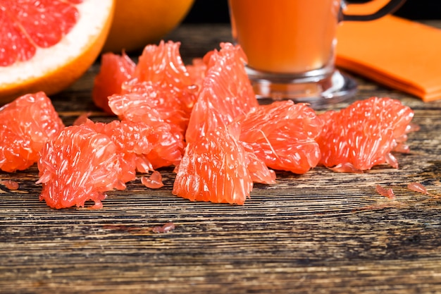 Saftige rote grapefruits