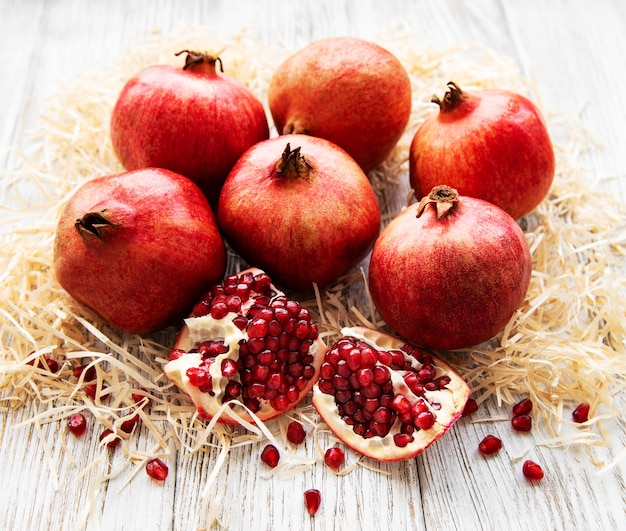 Saftige und reife granatäpfel