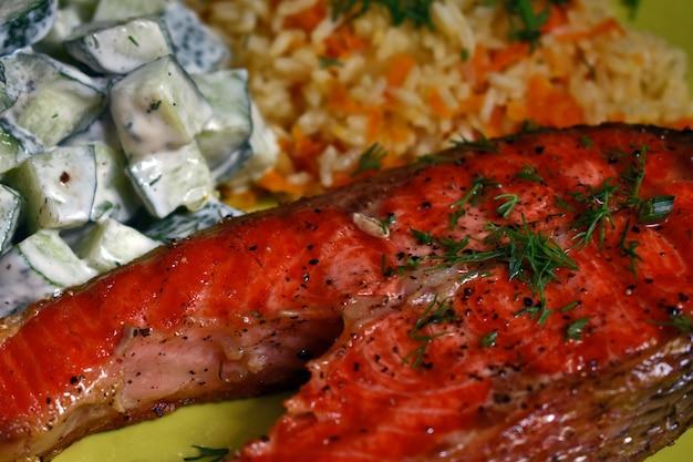 Saftiges köstliches steak vom lachsfisch