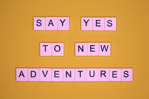 Sag ja zu neuen abenteuern. motivationszitat.