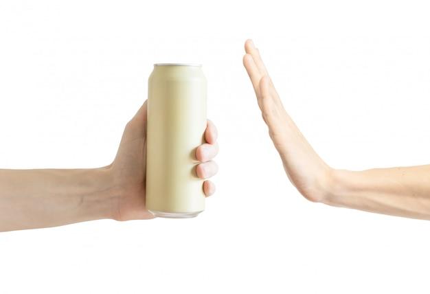 Sagt nein zu alkohol. abgelehntes alkoholisches getränk. stoppen sie alkohol