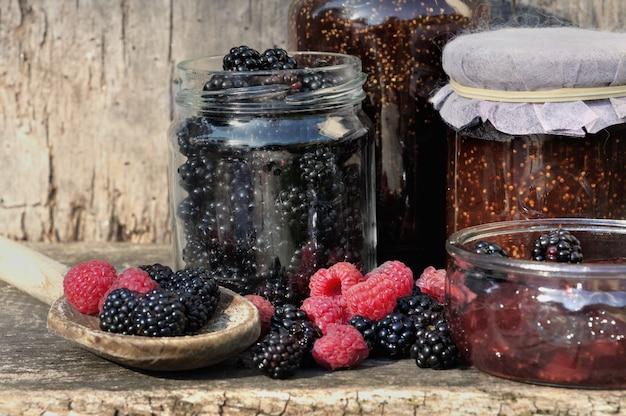 Saisonale früchte für marmelade