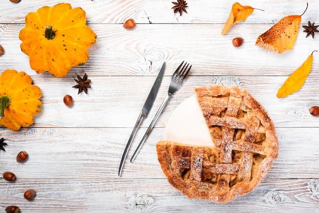 Saisonhintergrund mit appetitanregender torte