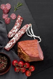 Salami und tomaten und filetfleisch