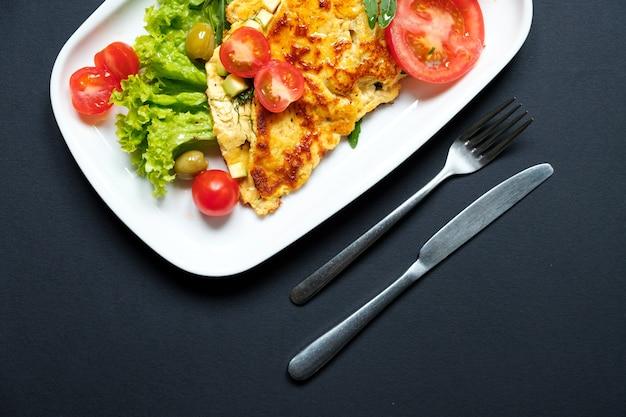 Salat aus gebratenem tofu