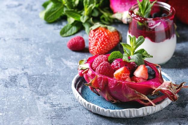 Salat in drachenfrucht