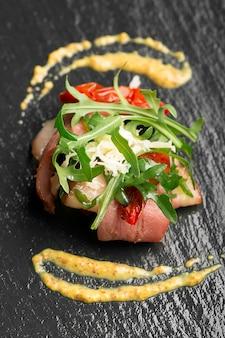 Salat mit entenbrust und rucola