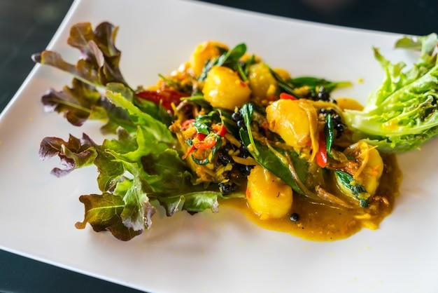 Salat mit fisch oben