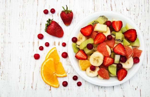 Salat mit frischen früchten