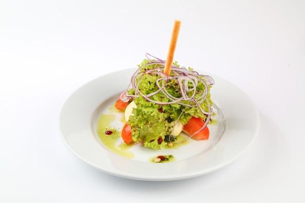 Salat mit tomaten und zwiebeln