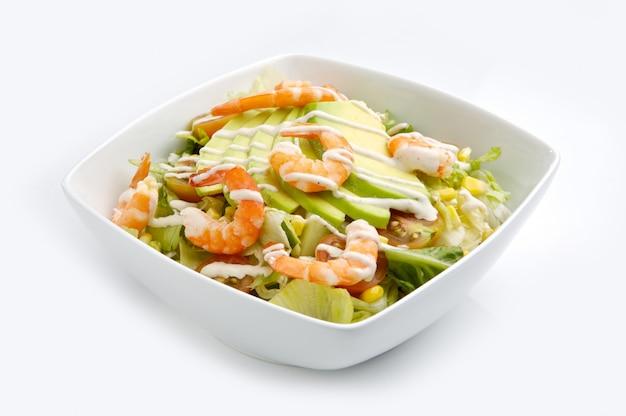 Salat von garnelen und avocado