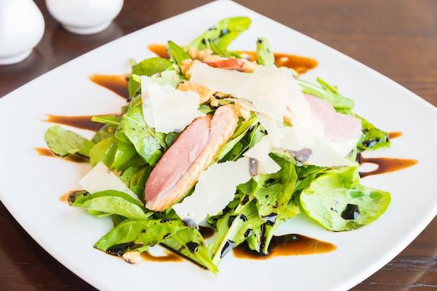Salatbrust geräucherte ente