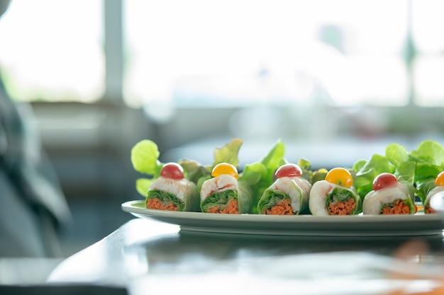 Salatfutter für gesundheitsliebhaber wird in thailand immer beliebter. ausgezeichneter gerschmack.