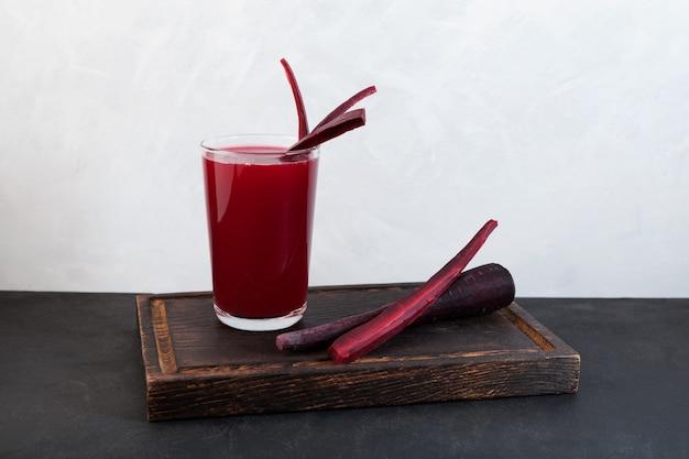 Salgam oder fermentierter rübensaft beliebtes türkisches getränk selektiver fokusbereich für ihren text