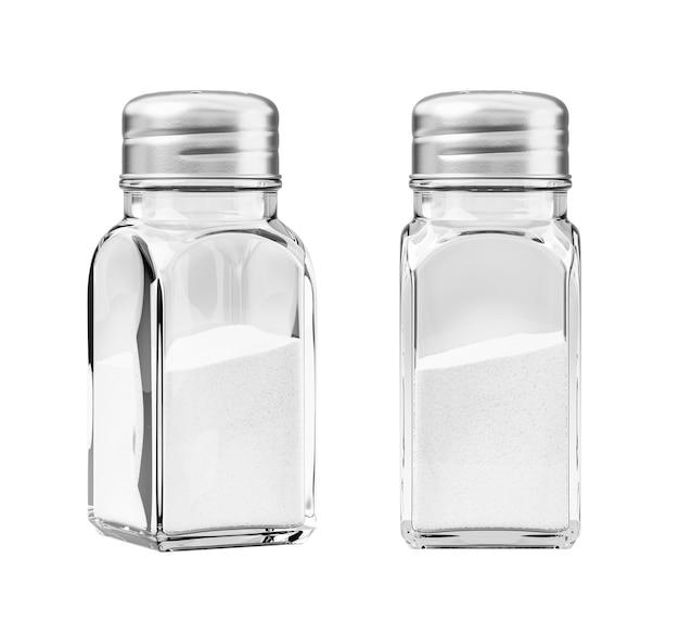 Salz in einem salzstreuer lokalisiert auf weißem hintergrund