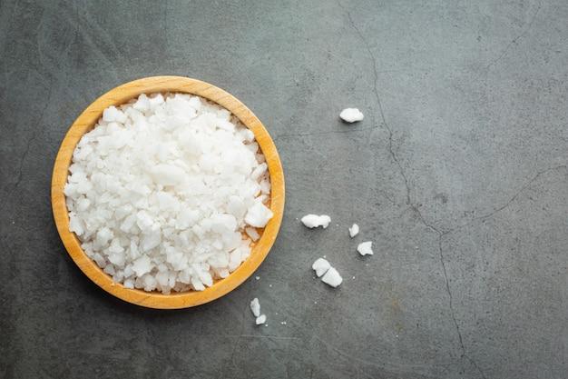 Salz in holzplatte