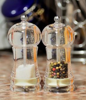 Salz- und pfefferstreuer aus glas