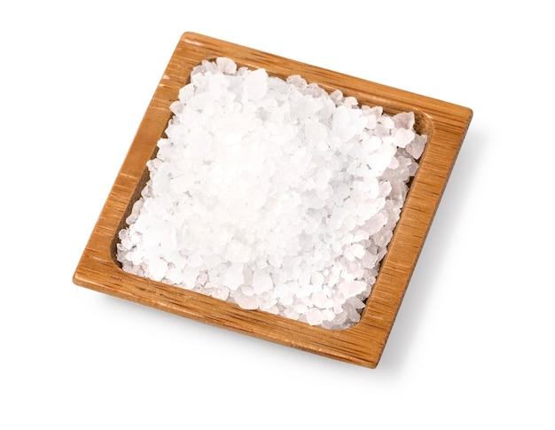 Salzholzschale lokalisiert auf weiß