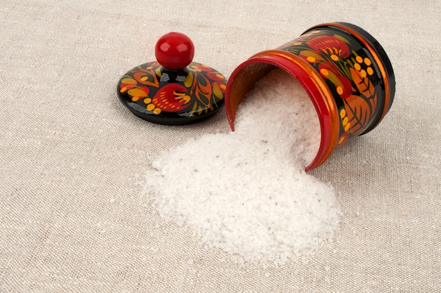 Salzstreuer aus verschüttetem speisesalz