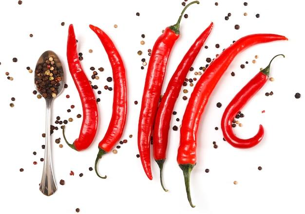 Samen des roten paprikas und des getrockneten pfeffers