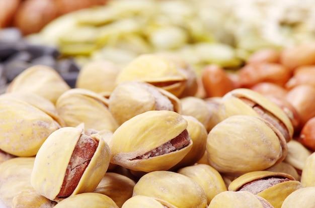 Samen und nüsse mit sammlung
