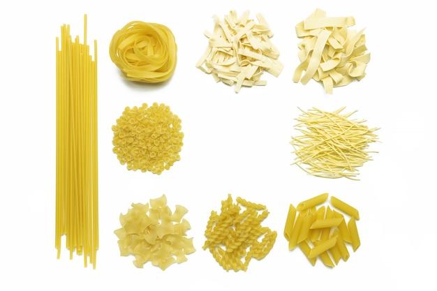 Sammlung italienischer nudeln isolierte draufsicht