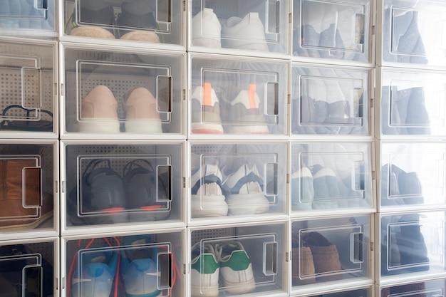 Sammlung verschiedener turnschuhe indoor-schuhregal von turnschuhliebhabern perfekter stilvoller aufbewahrungsort m ...