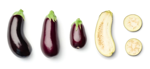 Sammlung von auberginen isoliert. satz von mehreren bildern. teil der serie
