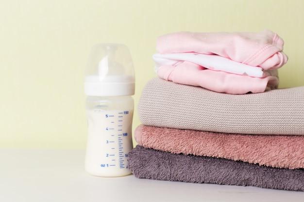 Sammlung von gegenständen für babys