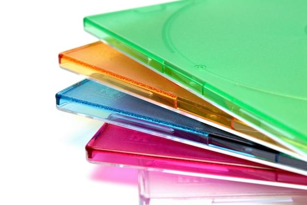 Sammlung von hintergründen - boxen einer box für eine cd einer diskette auf weißem hintergrund