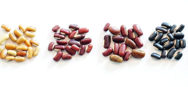 Sammlung von mix bohne rote nierengrüne mung schwarze bohnen sojabohnen und hirse