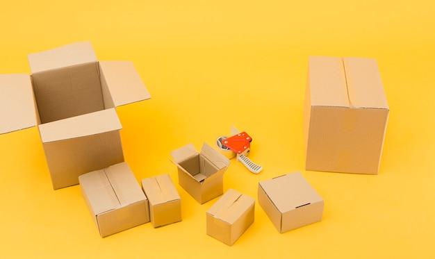 Sammlung von paketen mit hohem winkel