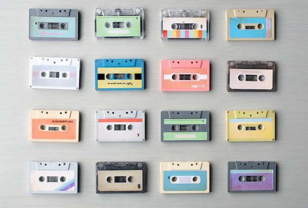 Sammlung von retro-musik-audiokassettenband der 80er jahre