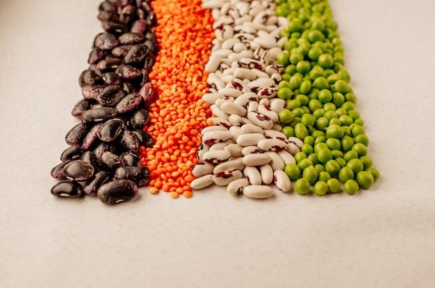 Sammlung von verschiedenen getrockneten hülsenfrüchten