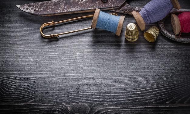 Sammlung von vintage scherenfaden rollen fingerhut sicherheitsnadel