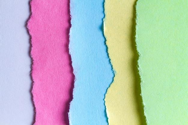 Sammlung zerrissenes, farbiges papier