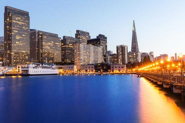 San francisco pier 7 sonnenuntergang in kalifornien
